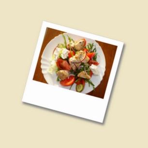 Bunter Salat mit Huhn und Schafskäse